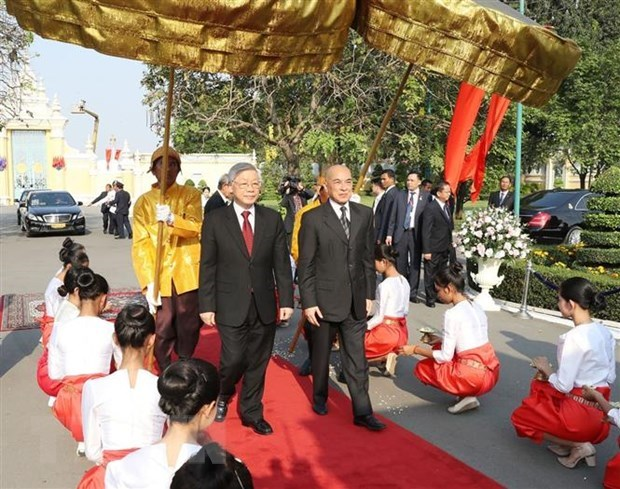 Top leader's visits to Laos, Cambodia - important external activities hinh anh 2