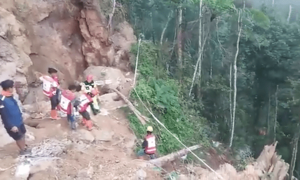 Indonesia: dozens buried in mining collapse hinh anh 1