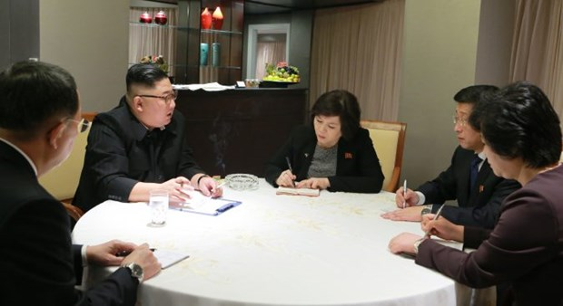 Kim Jong-un works with top DPRK negotiators hinh anh 1