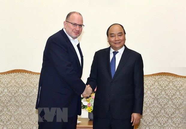 Prime Minister welcomes Boeing, HSBC leaders hinh anh 2