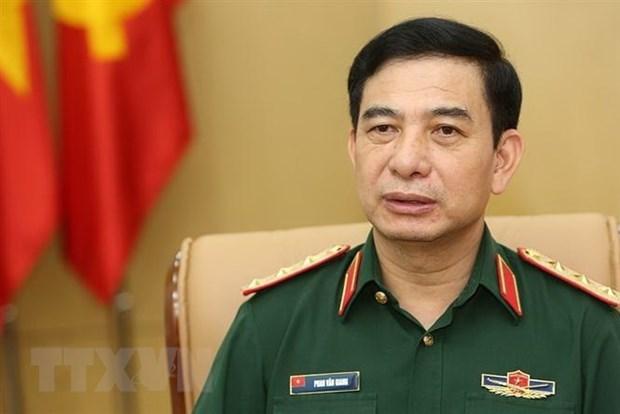 Vietnam's senior military officers visit Singapore hinh anh 1