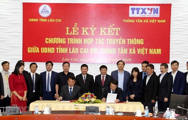 Lao Cai province, Vietnam News Agency sign media cooperation agreement hinh anh 1