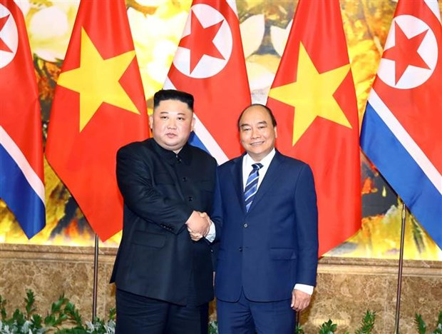 PM Nguyen Xuan Phuc meets DPRK Chairman Kim Jong-un hinh anh 1