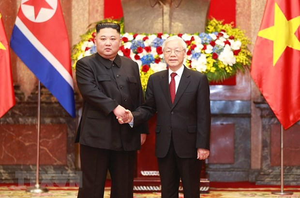 Top leader welcomes, holds talks with DPRK Chairman hinh anh 1