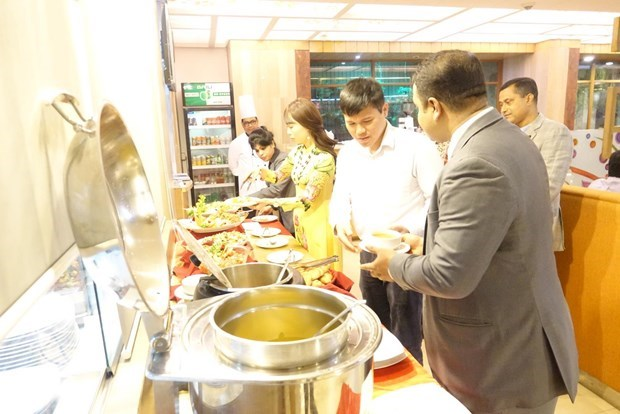 Vietnamese food fest in Bangladesh popular with visitors hinh anh 1