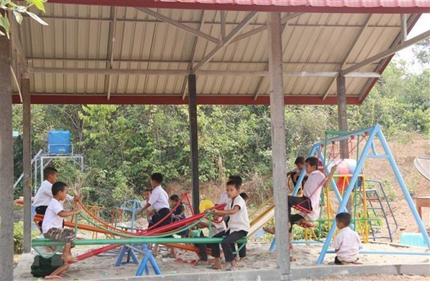 Vietnam-Laos joint venture support Lao students hinh anh 1