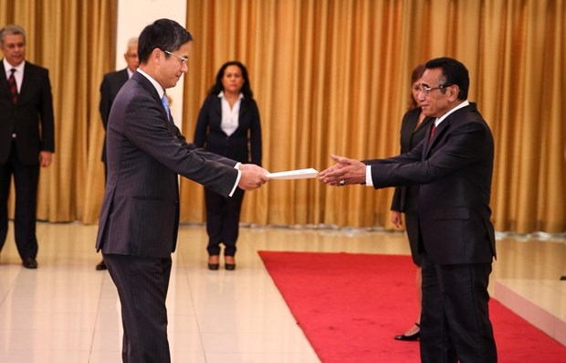 Vietnam's ambassador presents credentials to Timor Leste President hinh anh 1