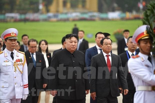 DPRK Chairman Kim Jong-un leaves Hanoi hinh anh 1