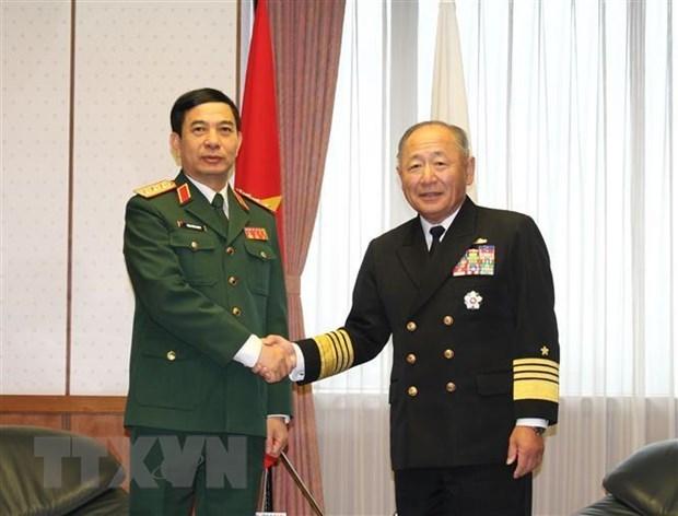 Vietnam, Japan talk stronger defence ties hinh anh 1