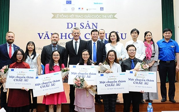Young Vietnamese win prizes of European heritage essay contest hinh anh 1