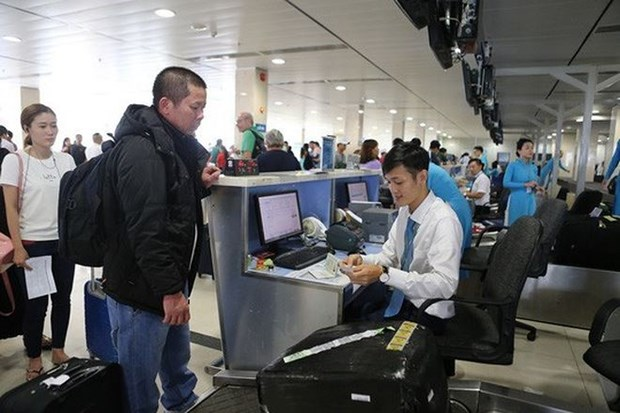 Heavy fines for passengers breaking food safety rules: Vietnam Airlines hinh anh 1