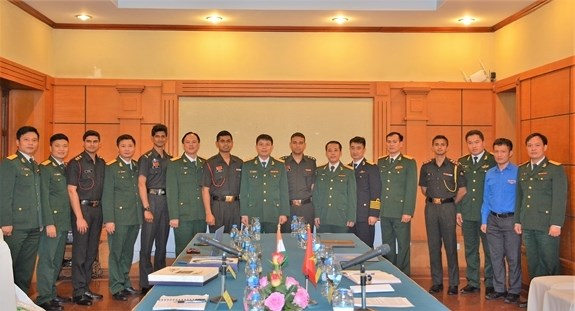 Vietnamese, India young officers enhance exchange hinh anh 1