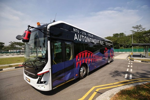 World's first driverless electric bus unveiled in Singapore hinh anh 1