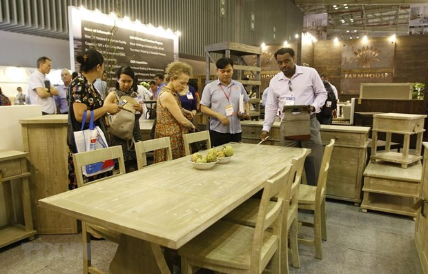 Vietnam int'l furniture, home accessories fair opens hinh anh 1