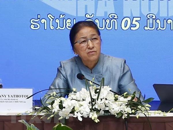 Laos' NA Chairwoman visits Vietnam's property conglomerate hinh anh 1