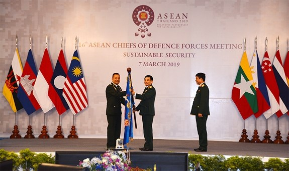 Vietnam calls for cooperation in maritime incident settlement hinh anh 2
