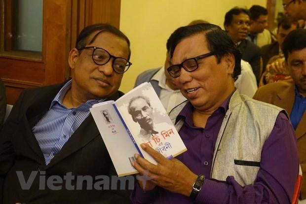 "Book ""Ho Chi Minh's Biography"" translated into Bengali hinh anh 1"