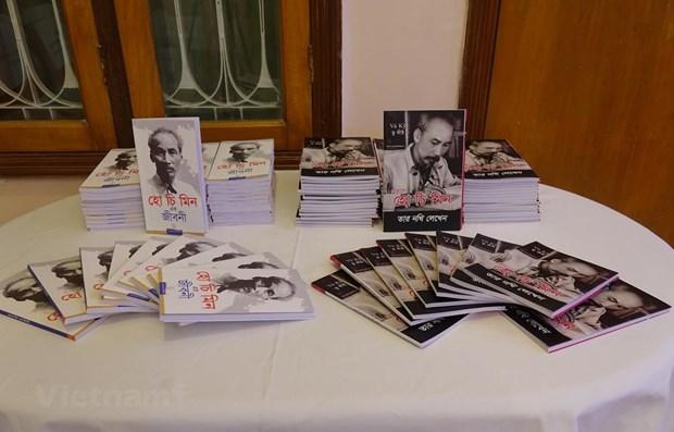 "Book ""Ho Chi Minh's Biography"" translated into Bengali hinh anh 2"