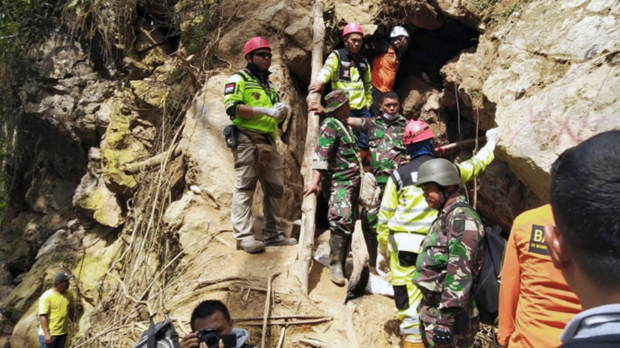 Indonesia stops search for mine collapse victims hinh anh 1