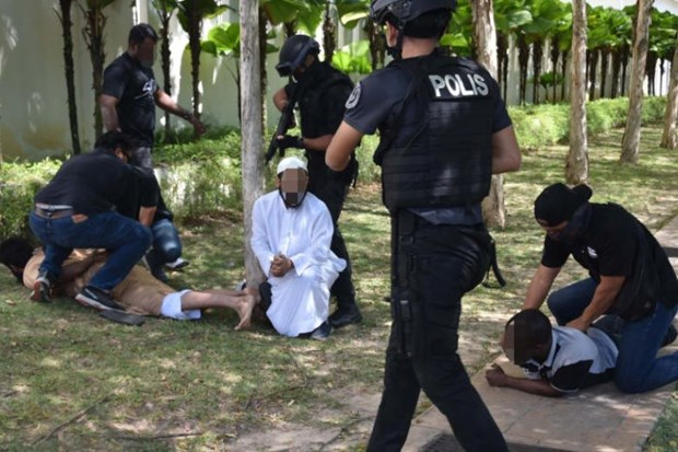 Malaysia arrests nine terror suspects hinh anh 1
