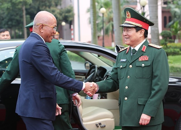 Philippine defence secretary pays official visit to Vietnam hinh anh 1
