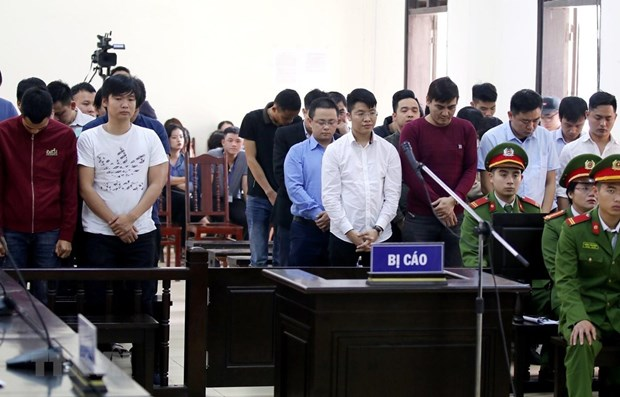 Prison terms reduced for 13 defendants in major gambling ring hinh anh 1
