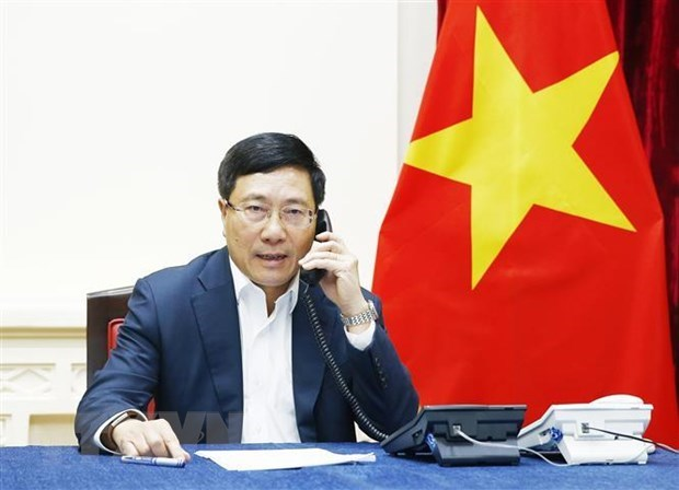 Deputy PM holds telephone talk with Malaysian FM hinh anh 1