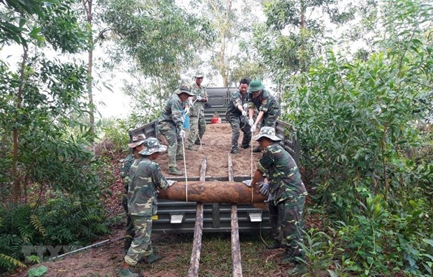 25 mortar shells safely relocated in Quang Tri hinh anh 1