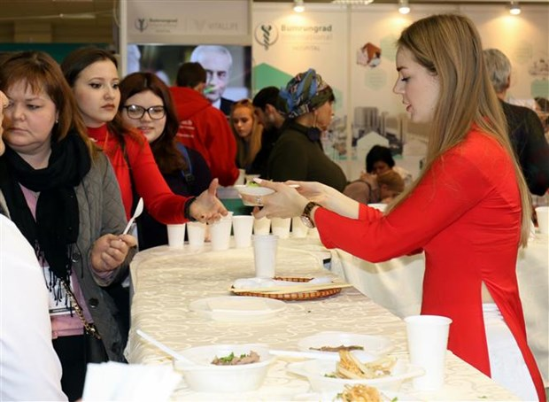 Vietnamese cuisine introduced at Moscow tourism exhibition hinh anh 1