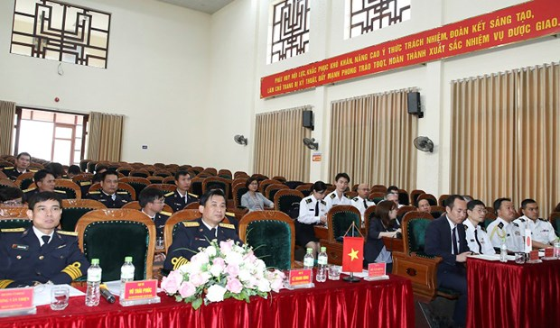 Vietnamese, Japanese naval forces boost professional exchange hinh anh 1