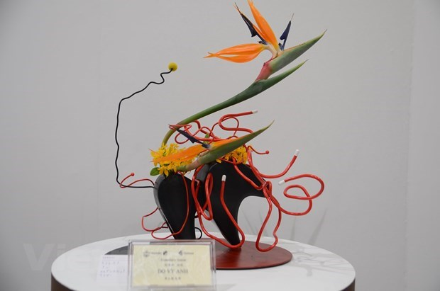 Vietnam attends Ikebana exhibition in Japan for first time hinh anh 2
