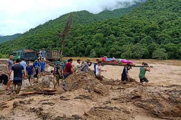 Dedicated 'flood watchers' of central Vietnam hinh anh 1