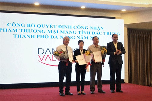 Da Nang grants value certificate to six local products hinh anh 1