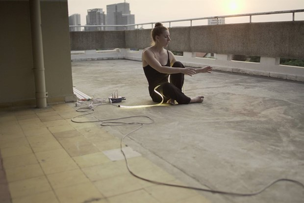 French artists to perform contemporary dance Bleu Neon hinh anh 1