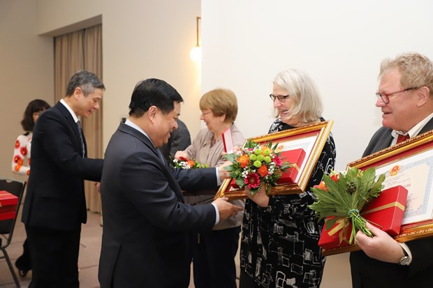 Friendship Order presented to German friends hinh anh 1