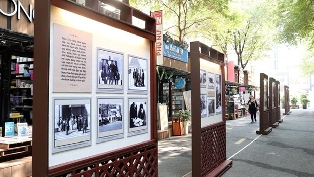 Photo exhibition on Vietnamese NA delegation's first visit to France opens hinh anh 1