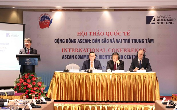 Int'l seminar discusses ASEAN Community's identity, central role hinh anh 1