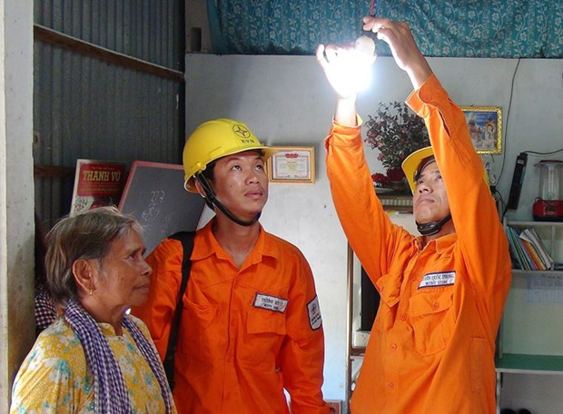 EVN sees sharp drop in power loss hinh anh 1