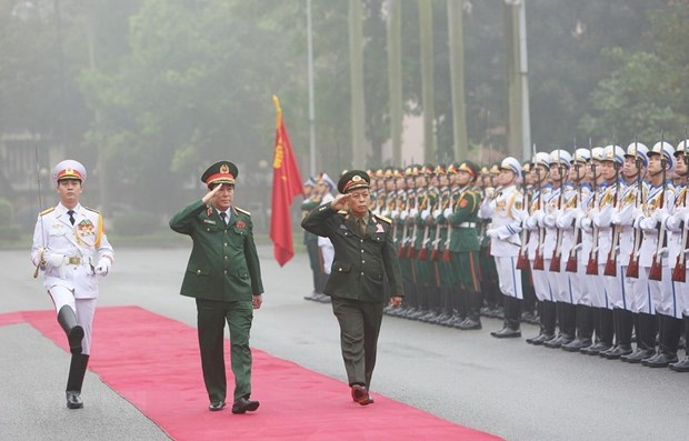 Senior officers of Lao army pay official visit to Vietnam hinh anh 1