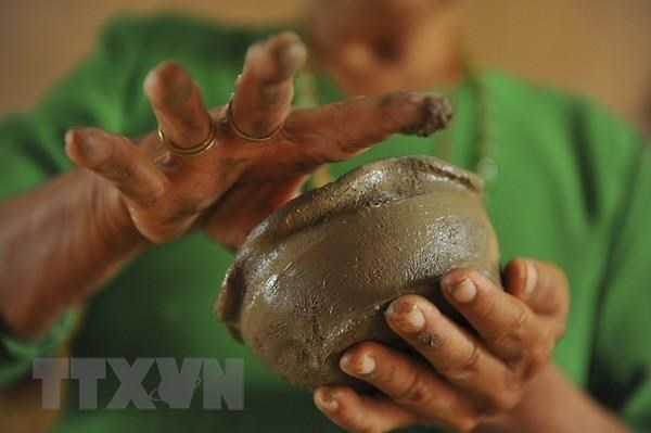 Xoe Thai dance, Cham pottery seek UNESCO's heritage recognition hinh anh 1