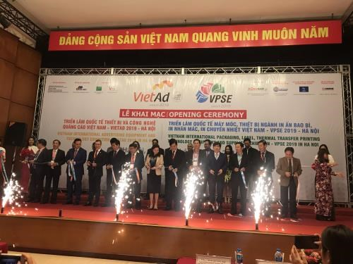 Int'l packaging, label, printing tech exhibition opens in Hanoi hinh anh 1