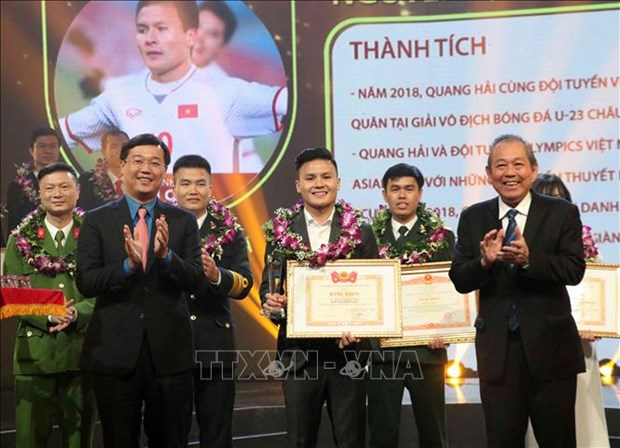 Ten outstanding youths of 2018 honoured hinh anh 1