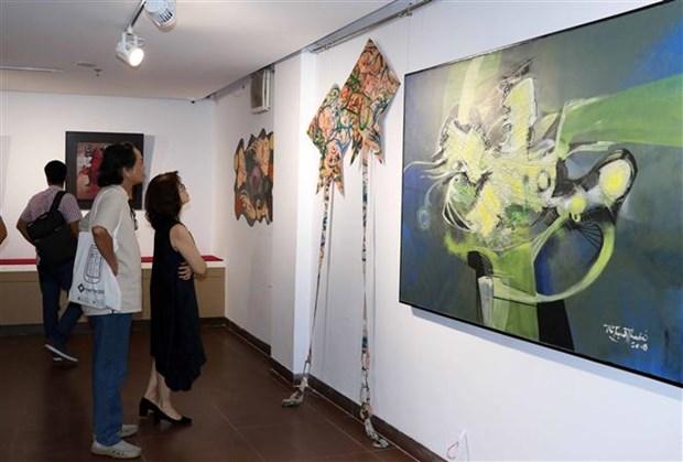 American, overseas Vietnamese artists hold multimedia exhibition in Da Nang hinh anh 1
