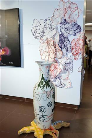 American, overseas Vietnamese artists hold multimedia exhibition in Da Nang hinh anh 3