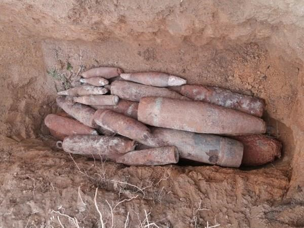 Dozens of leftover war mortar shells found in Quang Tri hinh anh 1