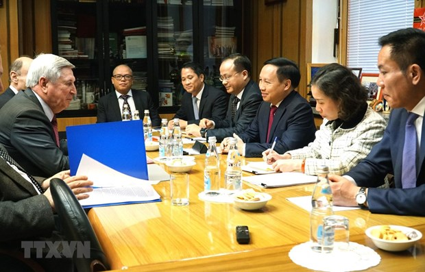 Measures sought to better support Vietnamese in Russia hinh anh 1