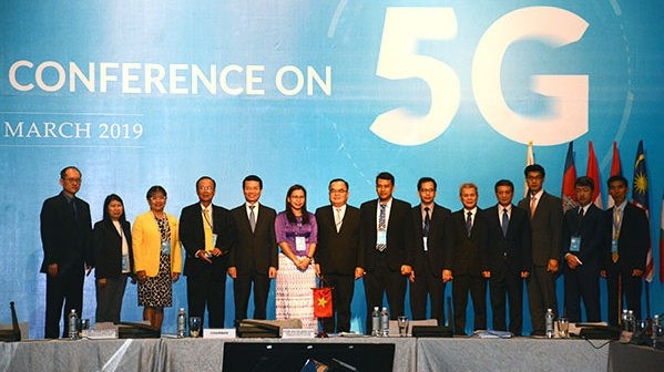 Minister spotlights role of 5G at ASEAN Conference hinh anh 1
