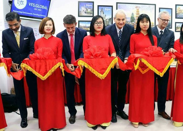 Centre for visa applications to Europe launched in Da Nang hinh anh 1