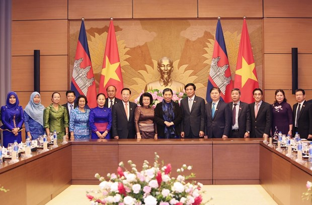 NA leader affirms priority to ties with Cambodia legislature hinh anh 1