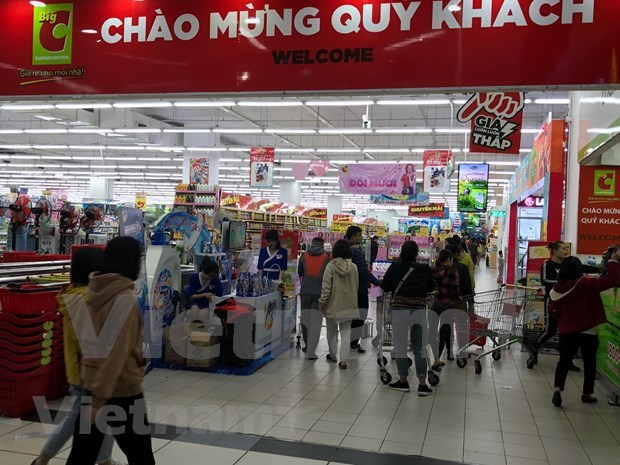 Foreign retailers pose pressure on domestic firms hinh anh 1